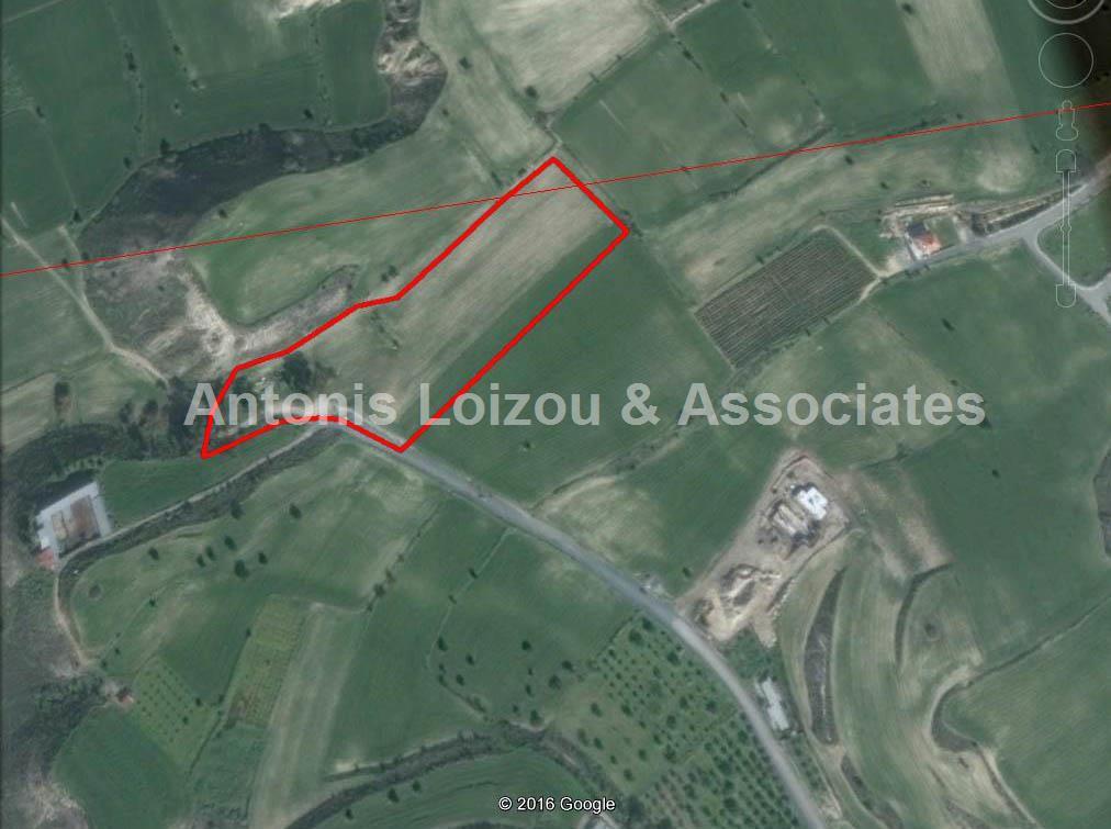 Field in Larnaca (Anafotida) for sale