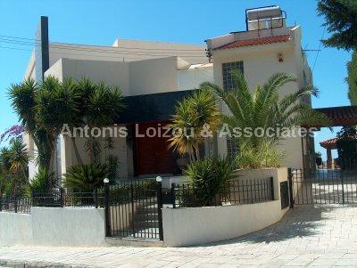 Villa in Limassol (Kalogyroi) for sale