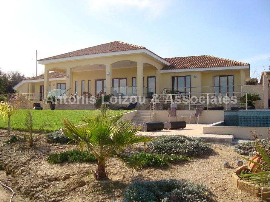 Detached Bungalo in Paphos (Kallepia) for sale