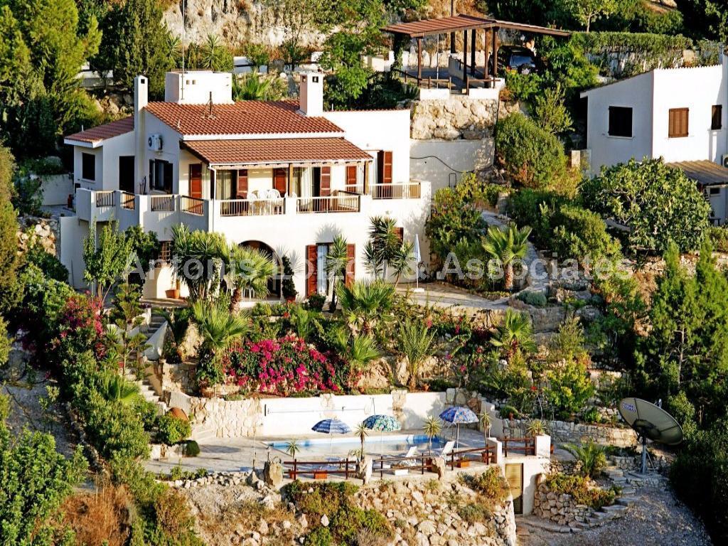 Detached Villa in Paphos (Kamares) for sale